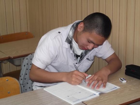 img4 学校の提出物も、わかるまでとことん教えます!! 自習室も毎日使い放題(... 中間テス